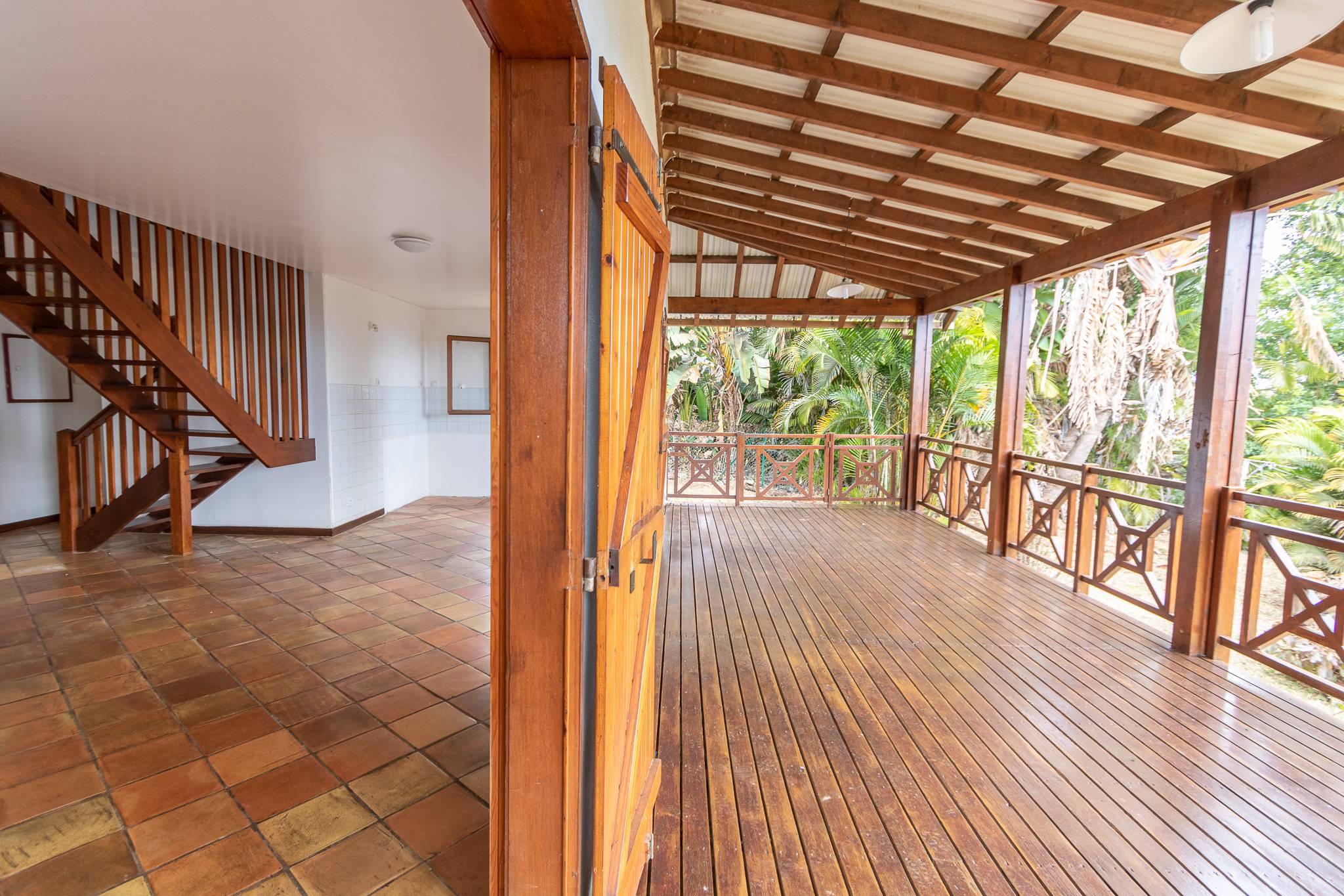 Possession-Pichette maison chaleureuse de 80m²habitables avec grand terrain sans vis à vis